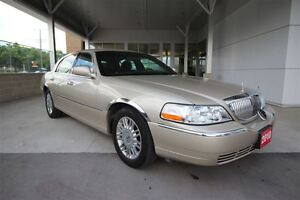 2010 Lincoln Town Car Signature Limited V8 Full size luxury Seda