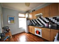 2 bedroom flat in Ferme Park Road, Crouch End, N8