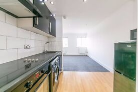 * Gorgeous one bed apartment close to Raynes Park station, recently refurbished, great steal! *