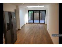 2 bedroom flat in Sandringham Road, London, E8 (2 bed)