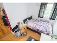 Spacious double room near QMU
