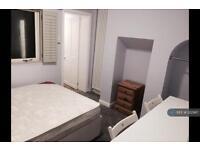 1 bedroom flat in Heslington Road, York, YO10 (1 bed)
