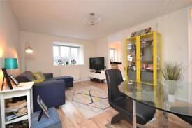 2 bedroom flat in Cambridge Gardens, London, N10