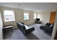 Spacious 3 bedroom flat in Clayhall available now