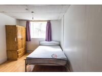 Large studio apartment (almost 1 bed) in Kember Street , Islington, N1