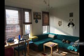 2 bedroom flat in Palmers Green, London, N13 (2 bed)