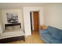 **SHARE ACCOMMODATION!!Double Room in Canary Wharf. Available NOW!!!