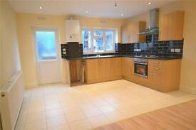 2 bedroom flat in Church Lane, London, N2
