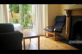 2 bedroom flat in Ealing, London, W5 (2 bed) (#1067880)