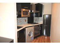 * * Private landlord * 2 bed compact, modern TOP floor flat in a GREAT location * Wood floors * *