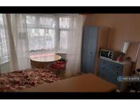 1 bedroom in Sheringham Avenue, London, E12