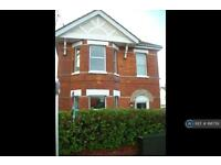 6 bedroom house in Boundary Road, Bournemouth, BH10 (6 bed)