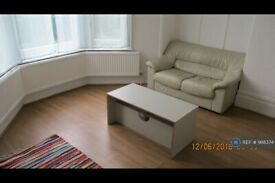 1 bedroom flat in Hart Hill House, Luton, LU2 (1 bed) (#988374)