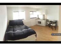 Studio flat in Balmoral Drive, Borehamwood , WD6