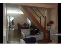 2 bedroom house in Blackhorse Lane, London, E17 (2 bed)