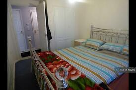 2 bedroom flat in Westfield Gardens, Romford , RM6 (2 bed)