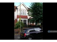 4 bedroom house in Dudley Road, London, N3 (4 bed)