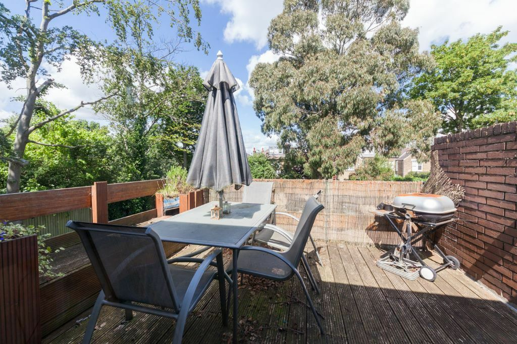 Fantastic One Bedroom Property With Stunning Terrace Perfect For A Summer BBQ!!!