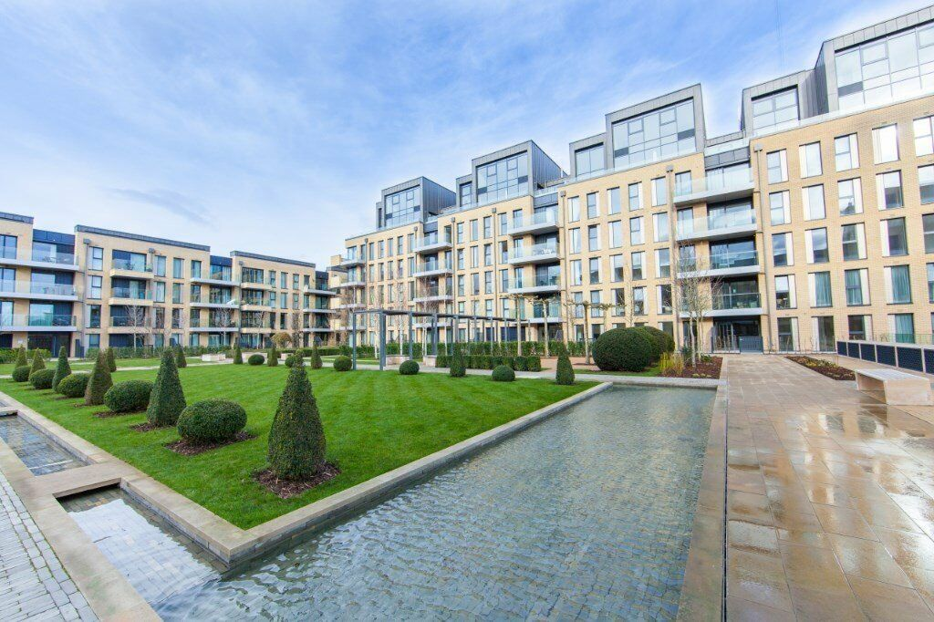 NOT TO BE MISSED! AVAILABLE NOW! 2 BED 2 BATH LUXURY APARTMENT FURNISHED IN FULHAM SW6 WITH BALCONY