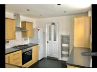 3 bedroom house in Outram Road, London, E6 (3 bed)