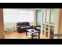 3 bedroom flat in Colne Court, Epsom, KT19 (3 bed) (#1125287)