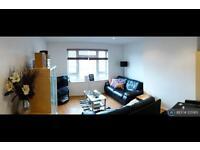 3 bedroom flat in Southwell Road, London, SE5 (3 bed)