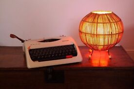 Charming Super Retro 1970s Mid Century Straw & Paper Lined Table Desk Lamp