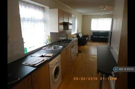 5 bedroom house in Parrswood Road, Manchester, M20 (5 bed)