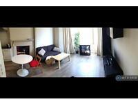 1 bedroom flat in Earls Court Road, London, SW5 (1 bed)