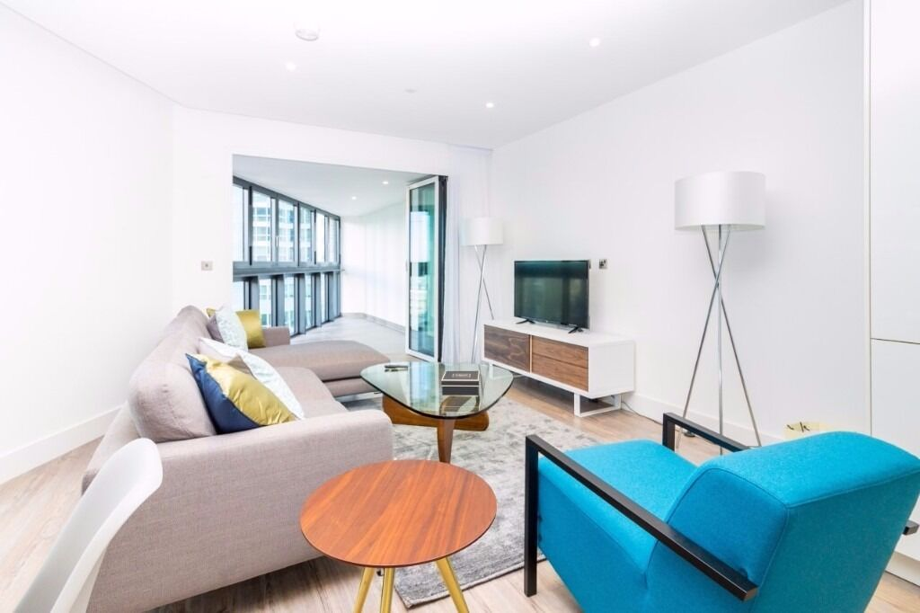 10th floor TWO bedroom TWO bathroom flat in NEW BUILD,opposite ALDGATE station, GYM, PORTER, BALCONY