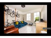 2 bedroom flat in Langley Lane, London, SW8 (2 bed)