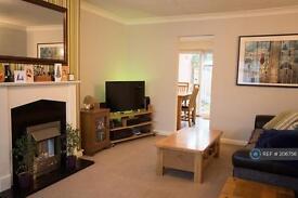 3 bedroom house in Beta Road, Farnborough, GU14 (3 bed)