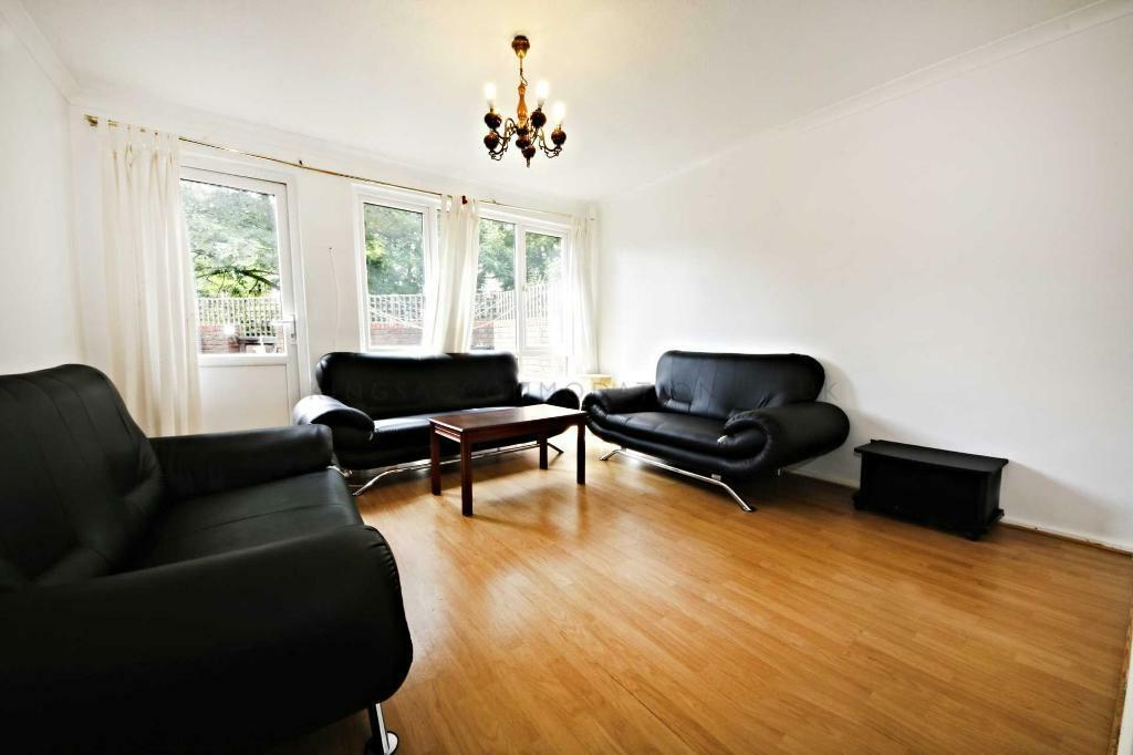 4 bedroom house in Bedford Road, Clapham North
