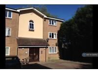 2 bedroom flat in Turnberry Court, South Oxhey , WD19 (2 bed)