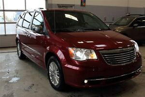 2014 Chrysler Town & Country ** MINT ** Limited