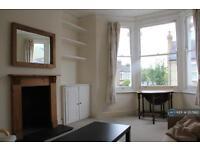 1 bedroom flat in Leathwaite Road, London, SW11 (1 bed)