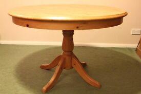 Pine extending pedestal table - seats 6 people
