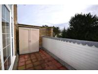 3 bedroom flat in Clarence Court, 64 Friern Park, London, N12