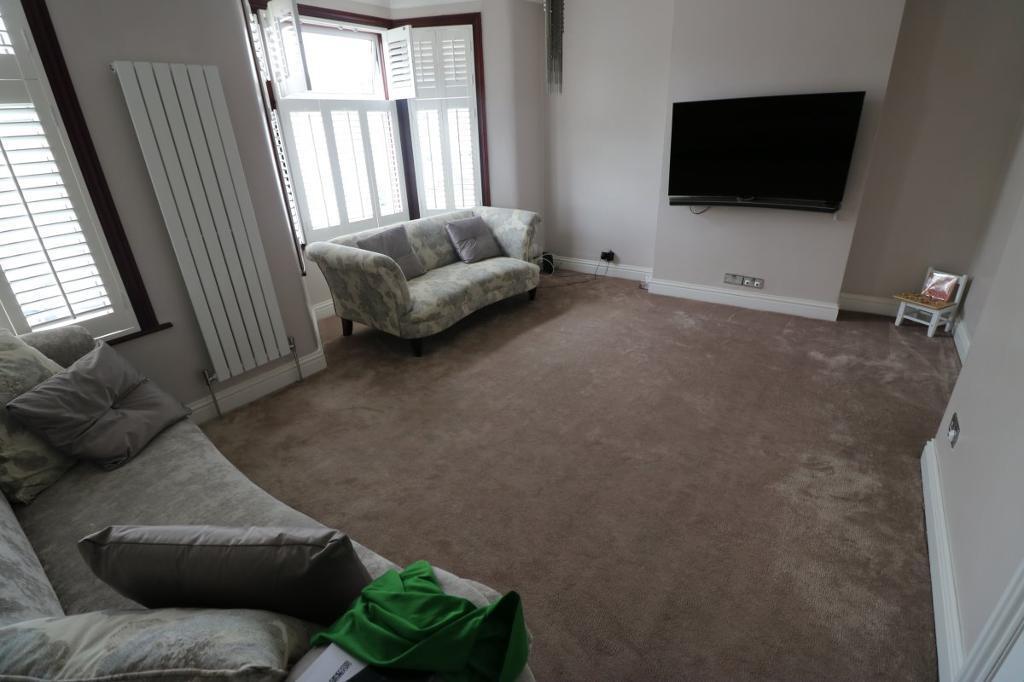 2 bedroom flat in Elgin Road, Seven Kings