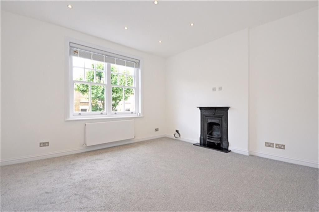 Beautifully Refurbished Two Bedroom Flat Located In Shirland Road