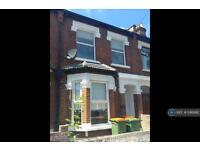5 bedroom house in York Road, London, E7 (5 bed)