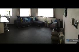 2 bedroom flat in Hazon Way, Epsom, KT19 (2 bed)