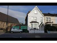 3 bedroom flat in Southbridge Road, Croydon, CR0 (3 bed)