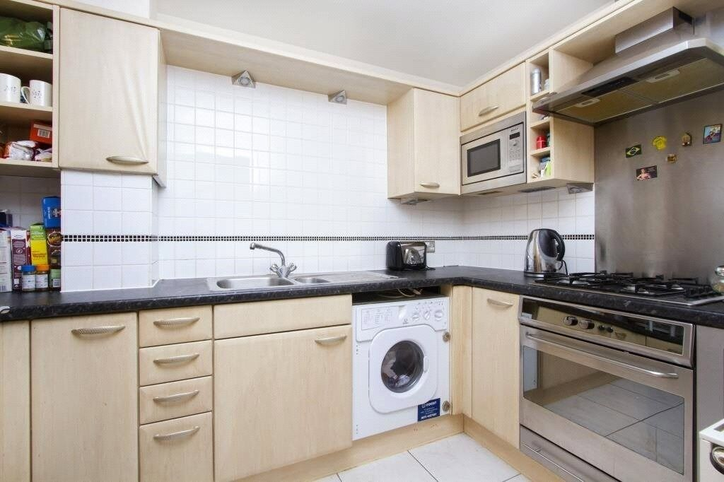 Modern and newly refurbished 2 double bedroom flat to rent close to East India DLR Station.