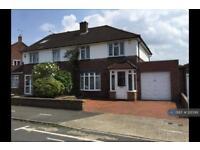 4 bedroom house in Lodge Close, Uxbridge, UB8 (4 bed)