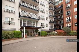 1 bedroom flat in Falmouth House, Kingston On Thames, KT2 (1 bed)