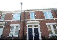 3 bedroom flat in Dilston Road, Arthurs Hill
