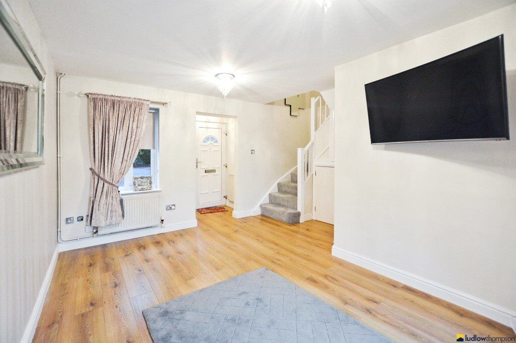 Amazing Spacious 1 bed - near Canning Town station & DLR - Private Garden - AVAIL NOW - CALL ASAP