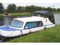 Cabin Cruiser,20ft,Liveaboard,double bed,10HP engine,Toilet,cooker, fridge.Fully Liscenced