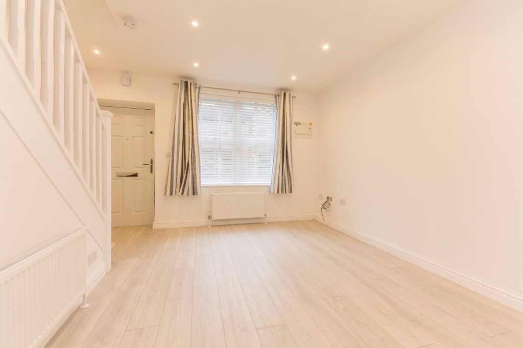 St Peters Street - Immaculate 2 bedroom house, BRAND NEW !! 5 mins away from South Croydon Station !